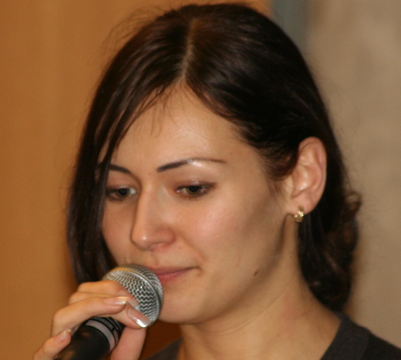 Kichina, Elena